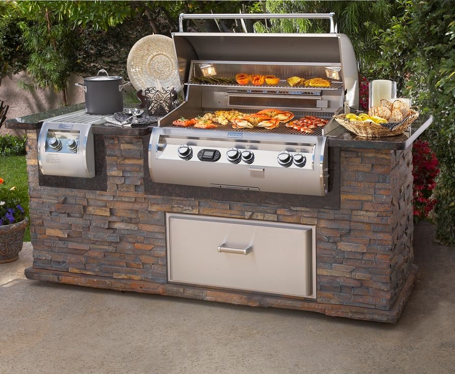 Firemagic outdoor kitchen island Lifestyle Outdoor Kitchens