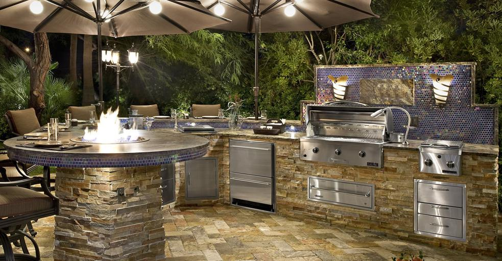 Split Face Stone Outdoor Kitchen Lifestyle Outdoor Kitchens