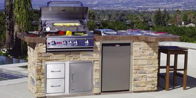 Bull outdoor kitchen island Lifestyle Outdoor Kitchens